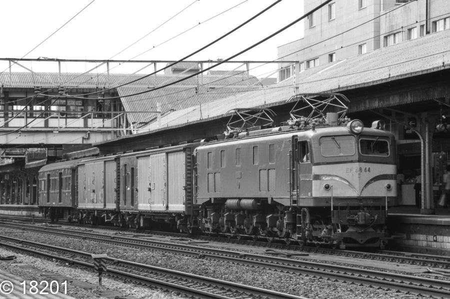 EF58 44 荷1048レ